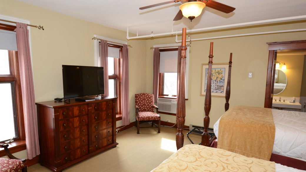Deluxe Double Queen Rooms